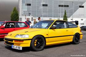 Side View of a yellow Honda CRX EF8 with Schneider F1 Wing at the EE-Meeting