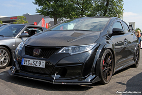 Black Honda Civic Type R FK2R with Carbon Hood at the EE-Meeting