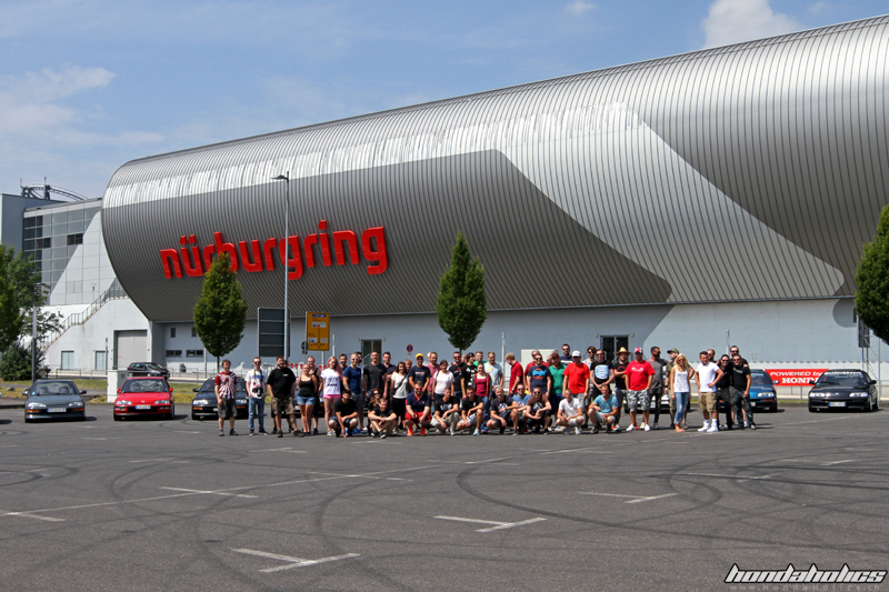 Group Picture of the Participants in front of their cars at the EE-Meeting