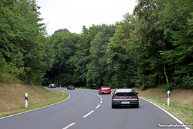 The EE-Meeting convoy leads through a forest
