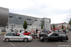 Two Honda Civic EF9 in front of other Hondas