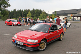 Red CRX ED9 in front of other Civic and CRX