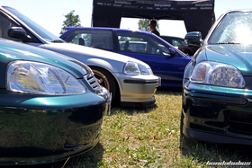 Headlights of a group of EJ and EK Civics at the Hondapower-Meet