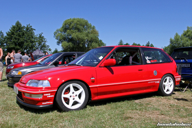 Side view of a red Civic EF9 at the Hondapower-Meet