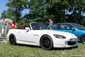 White Honda S2000 AP2 with black wheels and red seats