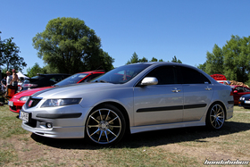 Side view of a silver TSX CL9