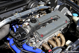 B-Serie engine with grey valve cover