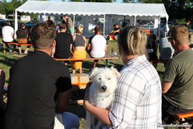 Spectators with a dog on a bench at the Hondapower-Meet