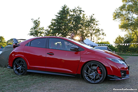 Side view of a red Civic Type R FK2 on 20 Inch NSX NC1 Wheels