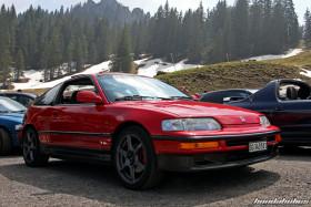 Roter Honda CRX EE8 auf Gram Lights Felgen