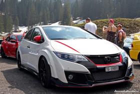 Weisser Civic FK2R vor rotem FK8
