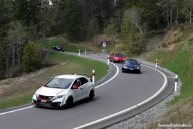 Weisser Civic Type R FK2R während der Fahrt