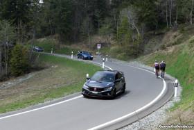 Cosmic Grauer Civic Type R fährt über die Ibergeregg