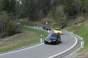 Schwarzer Accord CL9 und gelber Civic EK4 auf der Honda-Ausfahrt