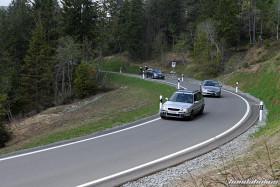 Silberner Honda Civic Aerodeck MC2 fährt eine Kurve