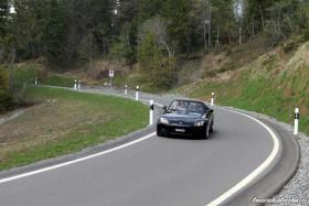 Honda S2000 AP1 in Schwarz auf dem Pass