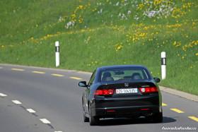 Heckansicht eines schwarzen Honda Accord Type S CL9 auf einer Landstrasse